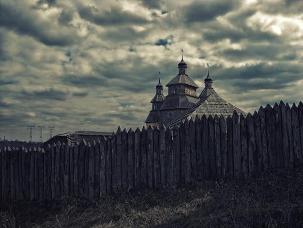 Ethnographischer wiederaufbau von zaporizhzhia sich, kosakenkirche in zaporizhzhia ukraine