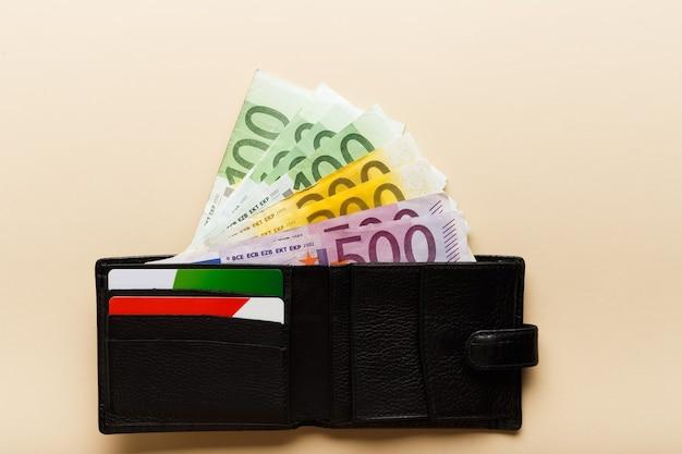 Euro-banknoten in der brieftasche