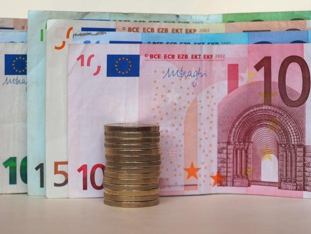 Euro (eur)-banknoten und -münzen, europäische union (eu) Premium Fotos