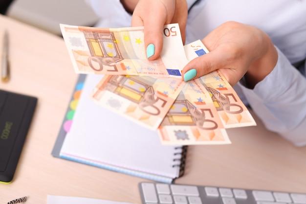 Eurogeldbank für ihr budget zur investition.