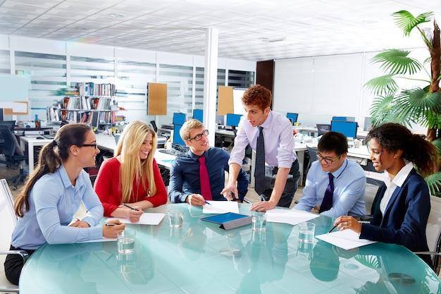 Exekutivgeschäftsleute teambesprechung im büro
