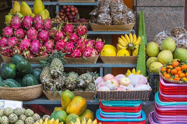 Exotische früchte auf der theke, nha trang