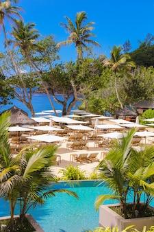 Exotisches luxushotel auf den seychellen