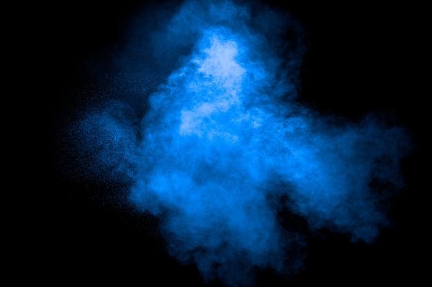 Explosion blauer staubpartikel.