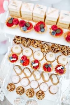 Exquisite fruchtbonbons für die gäste