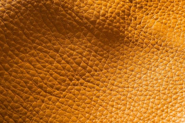 Extrem strukturiertes gelbes brieftaschenleder in nahaufnahme