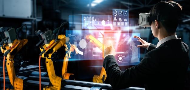 Fabrikarbeiter steuern roboterarm in fabrik