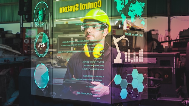 Fabrikarbeiter verwenden zukünftige holografische bildschirmgeräte, um die produktion zu kontrollieren