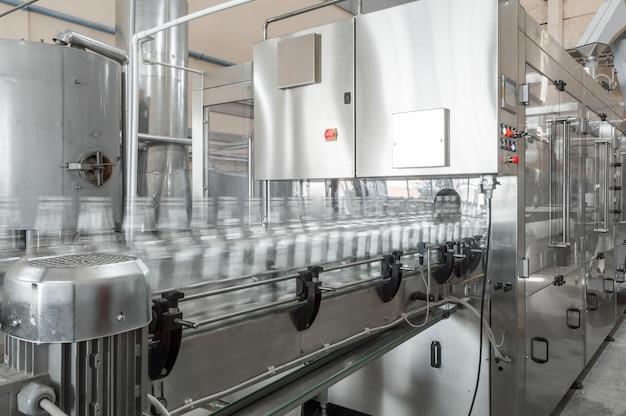 Fabrikladen zur herstellung von glasflaschen und getränken