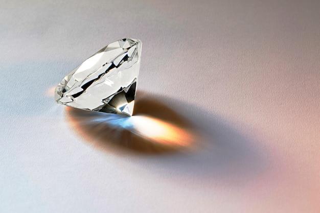 Facettierter diamant