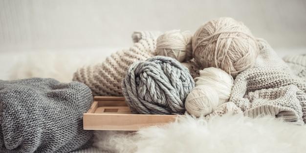Faden und garn zum stricken
