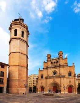 Fadri-turm und gotische kathedrale in castellon de la plana