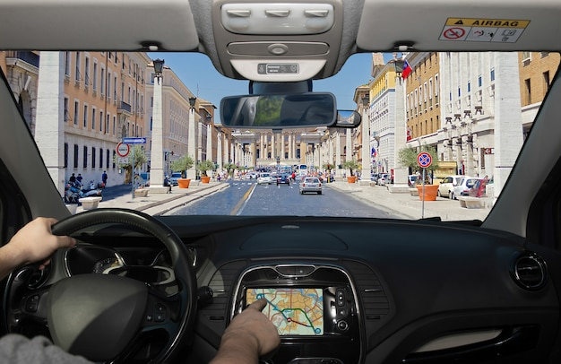 Fahren mit dem navigationssystem, via della conciliazione, rom, italien