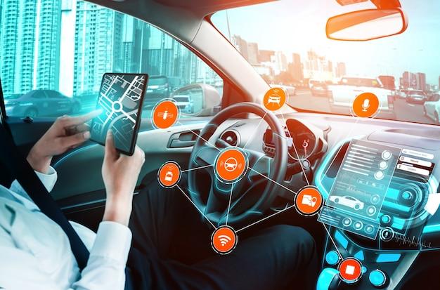 Fahrerloser autoinnenraum mit futuristischem armaturenbrett für autonomes steuerungssystem