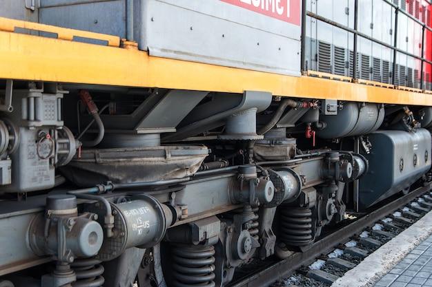 Fahrgestell der lokomotive die räder einer modernen lokomotive