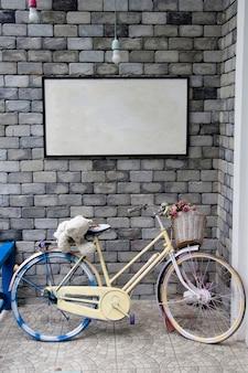 Fahrrad an der wand und whiteboard