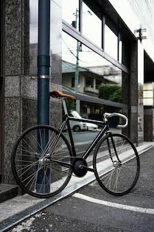 Fahrrad draußen in der straße