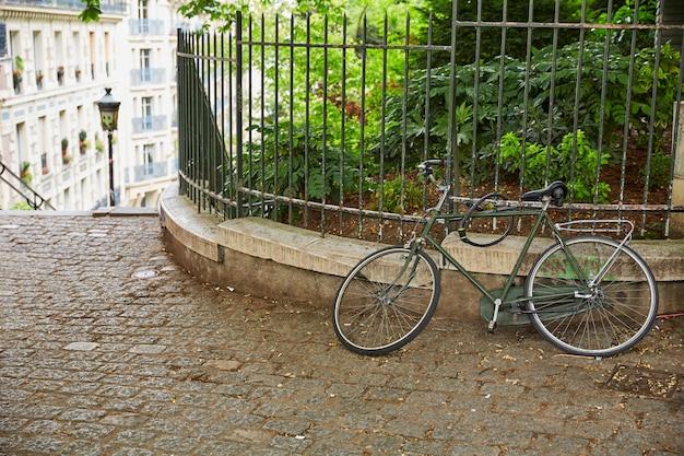 Fahrrad in paris montmartre bei frankreich