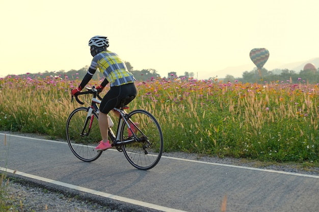 Fahrrad lene und blume