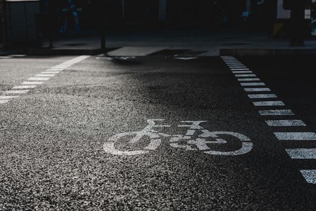 Fahrrad-straßenschild auf der straße