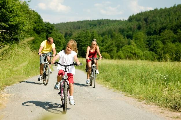 Fahrradfahren in familie