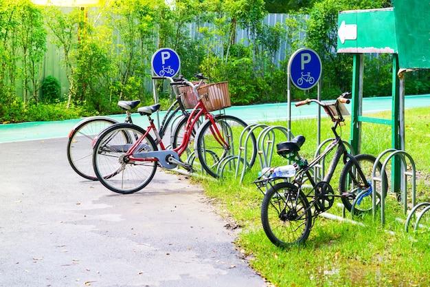 Fahrradparkplatz im park