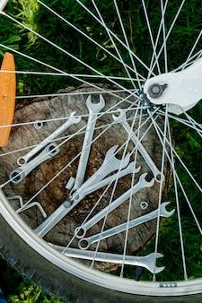 Fahrradreparatur. werkzeuge, instrument zur reparatur fahrrad