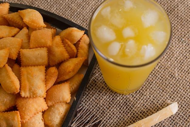 Fairer kuchen mit zuckerrohrsaft