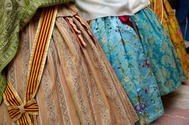 Falleras kleid aus fallas beliebtem valencia