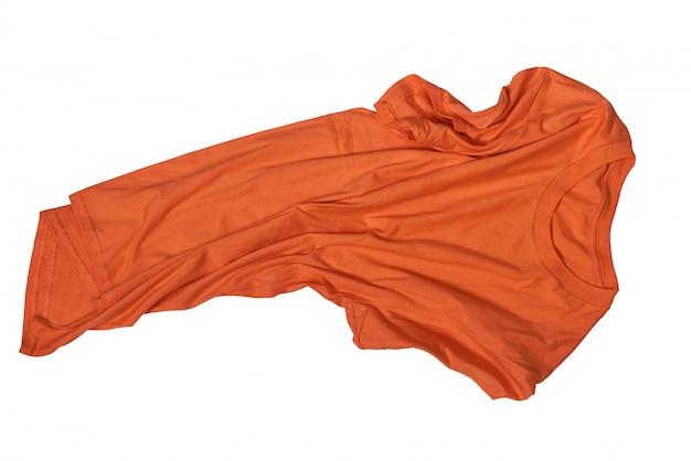 Falten auf unordentlichem orangefarbenem hemd