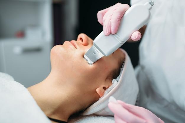 Falten in der kosmetikklinik loswerden