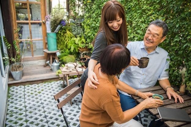 Familie, die beiläufige zuneigung-beziehung bindet
