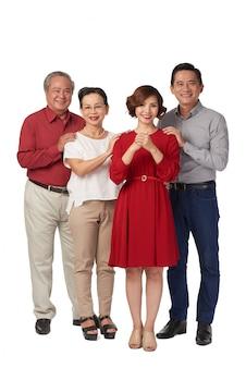 Familie, die gute ferien wünscht