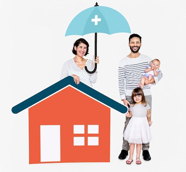Familie, die in einem sicheren zuhause lebt