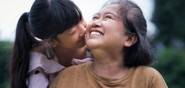 Familie. glückliche großmutter