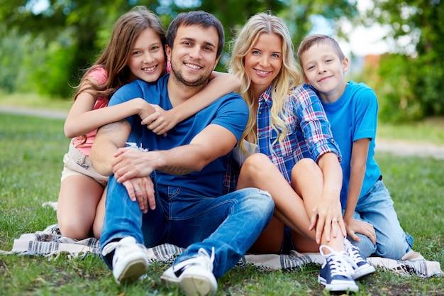 Familie in der landschaft
