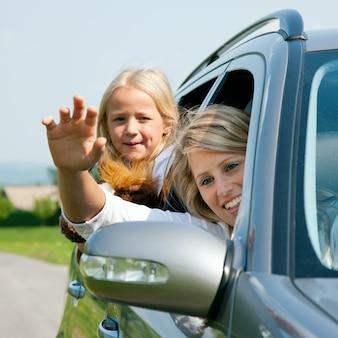Familie mit dem auto anreisen