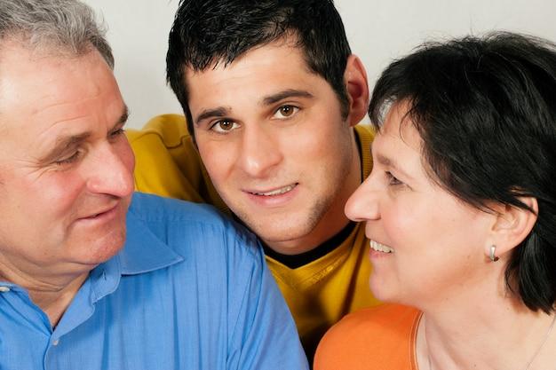 Familie mit erwachsenem sohn