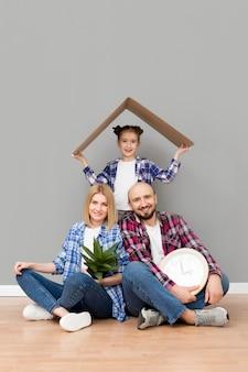 Familie zieht in ein neues haus