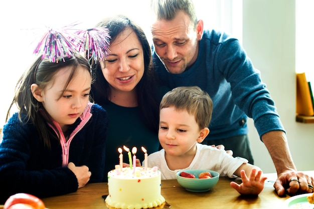 Familienereignis-geburtstagsfeier-zusammengehörigkeits-glück