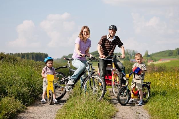 Familienfahrräder im sommer
