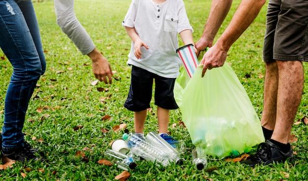 Familienfreiwilligen-wohltätigkeits-freizeitaktivität