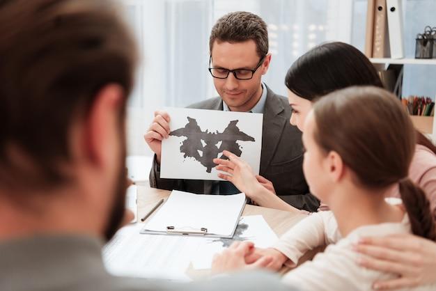 Familienpass-inkblot-test im psychologenbüro