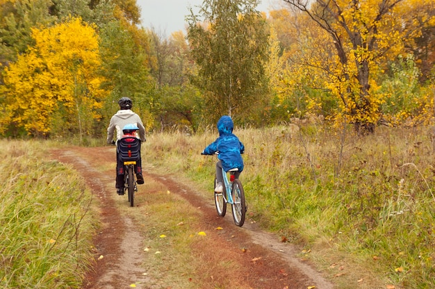 Familienradfahren im freien