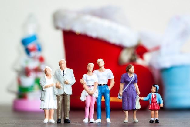 Familientreffen für weihnachtsfeiern ist es, menschen in die familie zu bringen, die vermisst werden. treffen wir uns am ende des jahres.