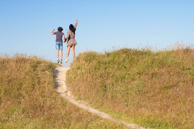 Familienweg nach oben glück, um zu finden, was sie wollen