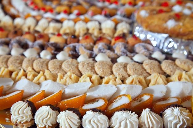 Fancy kuchen auf bankett tisch