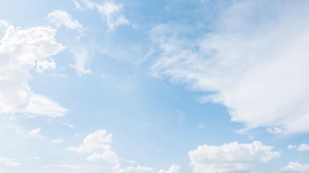 Fantastische blauen himmel