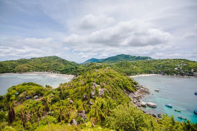 Fantastische landschaft - tropische insel mit resorts - phi-phi-insel, krabi-provinz, thailand