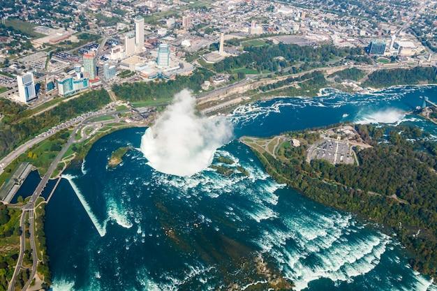 Fantastische luftaufnahmen der niagarafälle, ontario, kanada